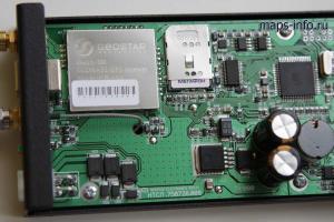 Маршрутный регистратор Neotech TR1000 ГЛОНАСС в разобранном состоянии. Здесь хорошо виден навигационный модуль Геос-1М и гнездо для SIM карт