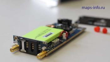 GPS маршрутный регистратор MVT340 без корпуса, со стороны каретки для SIM карт и разъёмов для GPS антены, и антены сотовой связи