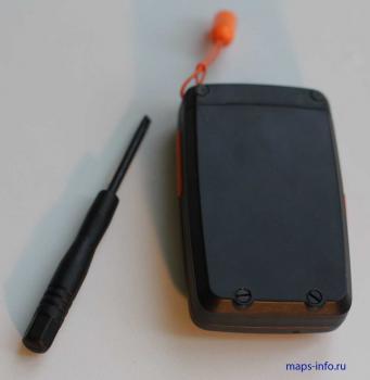 Аккумуляторный отсек трекера MT90, который открывается с помощью отвертки